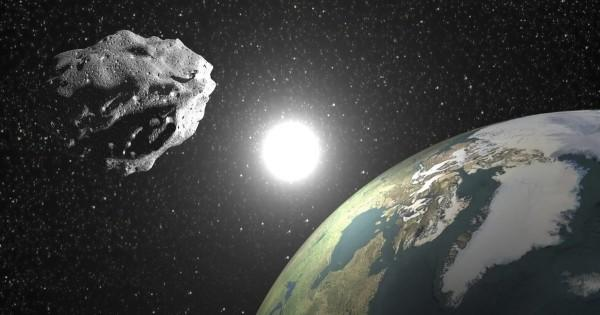 Астероид посетил Землю