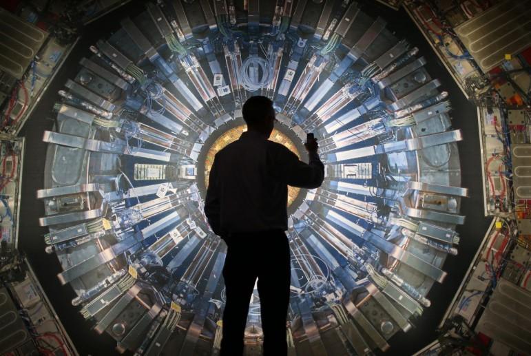 Космолог Мартин Рис: Большой адронный коллайдер может уничтожить Землю
