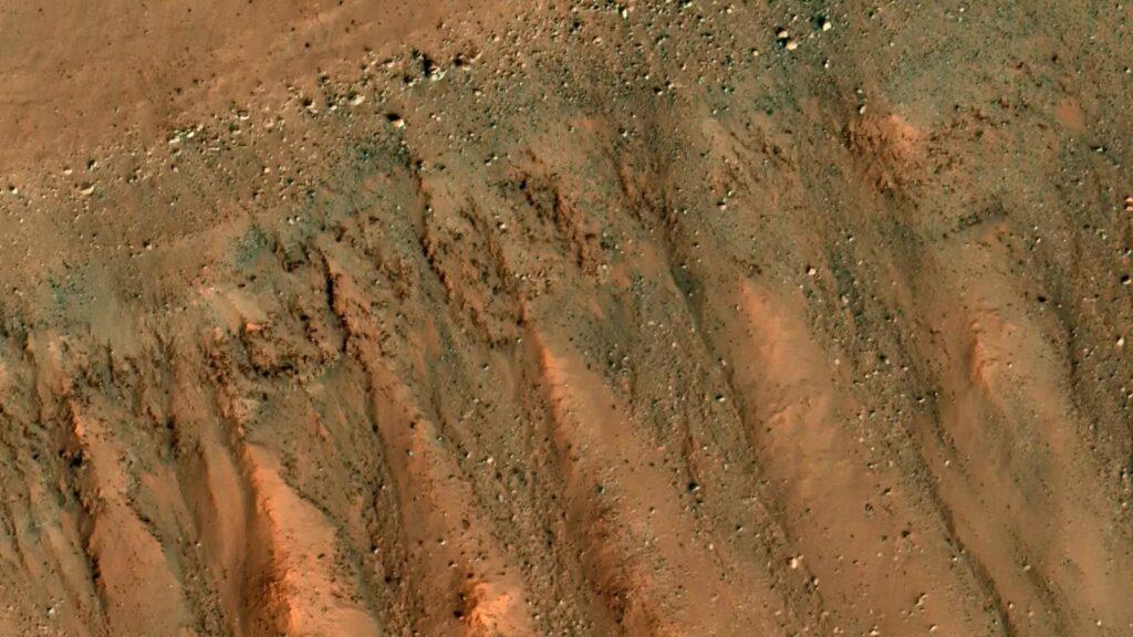 Пролетая над Марсом: снимки за 23.05.2020