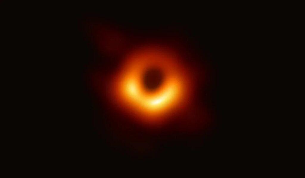 Астрономы зафиксировали необычный сигнал, исходящий из центра нашей Галактики