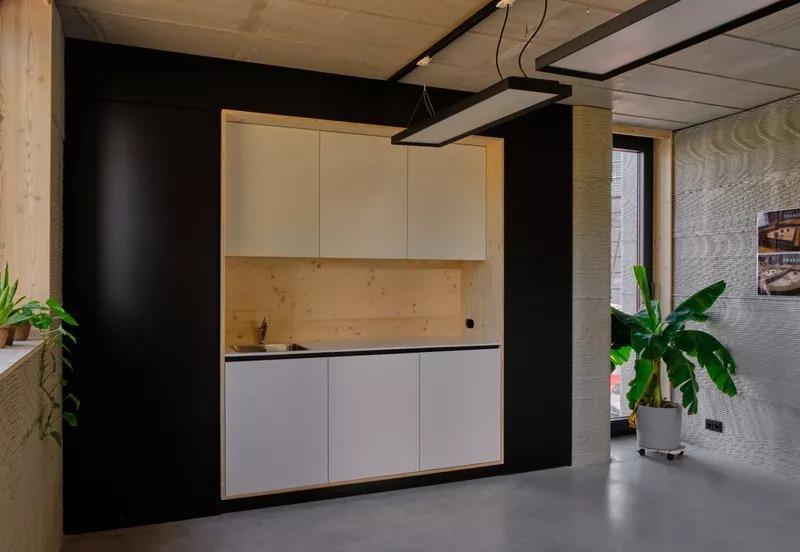 Посмотрите, как 3D-принтер возводит двухэтажный дом