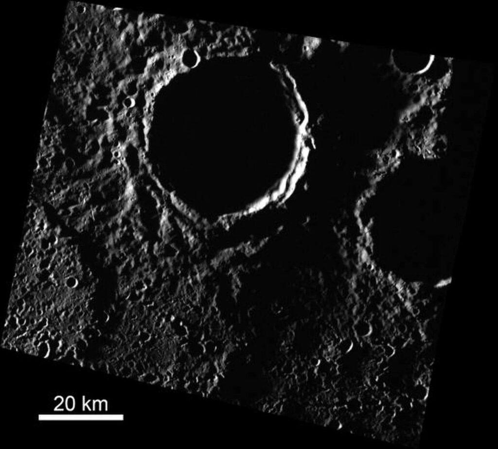 Астрономы объяснили появление ледников на Меркурии