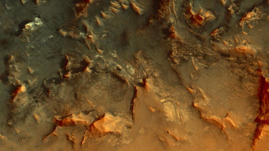 Пролетая над Марсом: снимки за 04.08.2020