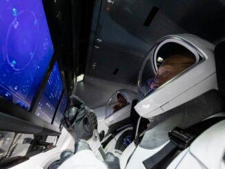 Космический корабль Crew Dragon вернул астронавтов на Землю