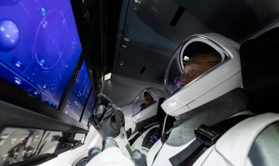 Космический корабль SpaceX Crew Dragon вернул астронавтов на Землю