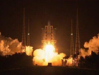 """Китайская миссия """"Чанъэ-5"""" по возвращению лунного грунта успешно стартовала"""