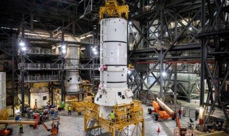 """Началось сборка ракеты NASA SLS для лунной миссии """"Артемида 1"""""""