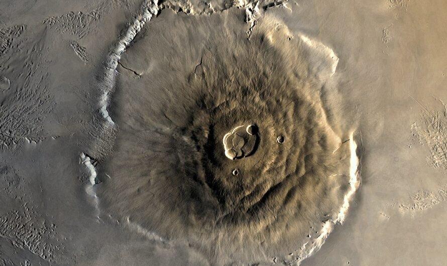 Олимп — самый большой вулкан и самая большая гора в Солнечной системе