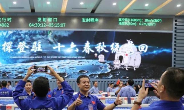 Китайский аппарат «Чанъэ-5» успешно сел на Луну и готовится к сбору образцов