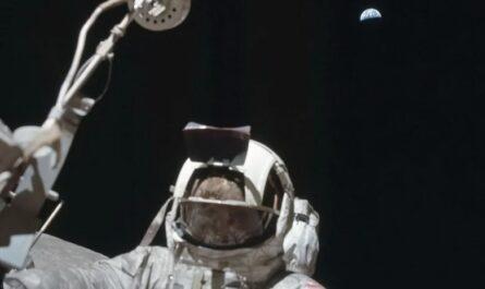 """NASA """"Аполлон-17"""": флаг, небо и Земля попали в кадр оператора"""