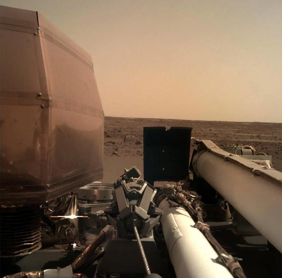 Аппарат NASA InSight успешно сел на Марсе! Первый снимок с поверхности