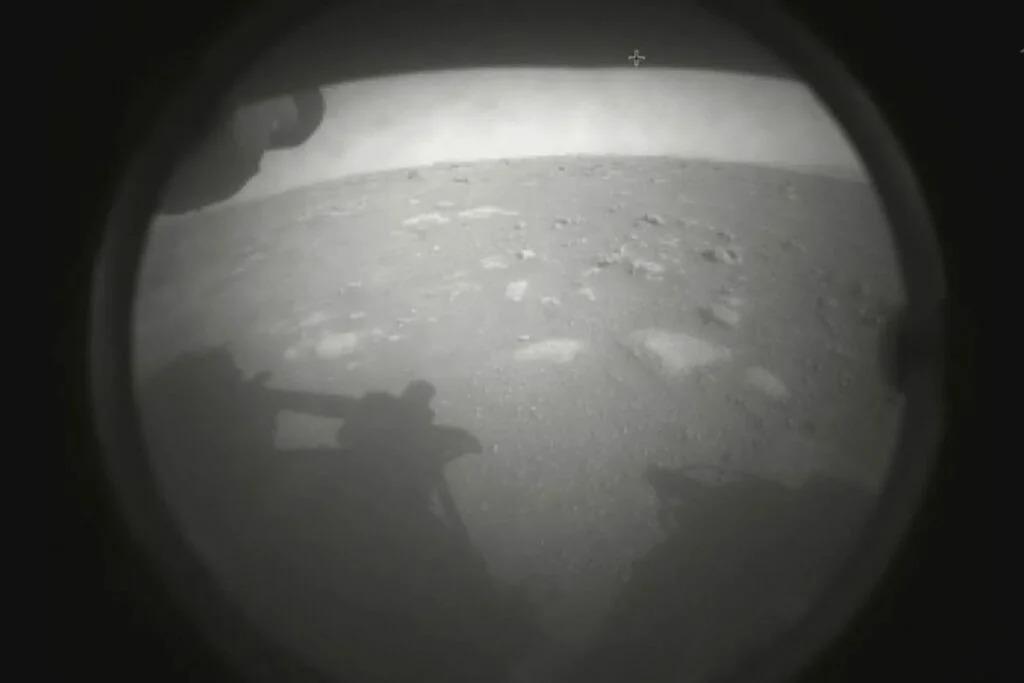 Видео посадки марсохода NASA Perseverance + панорама и звуки с поверхности
