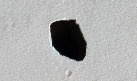 NASA обнаружило на Марсе возможный вход в пещеру
