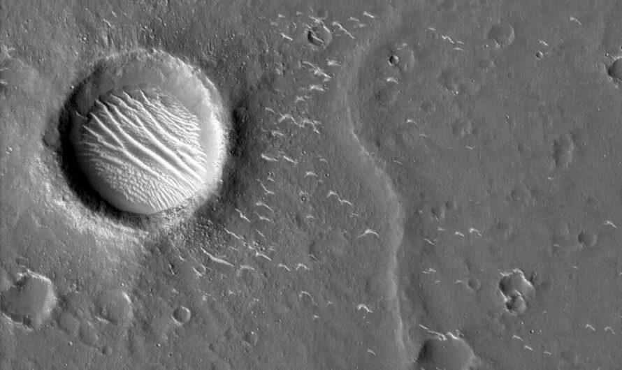 Китайский аппарат Tianwen-1 прислал потрясающие снимки поверхности Марса
