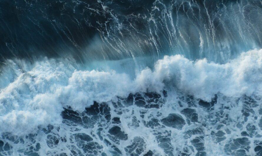 Почему вода в море синяя?