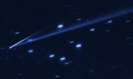 """Астрономы обнаружили астероид, который меняет цвет и """"отрастил"""" хвост, как у кометы"""