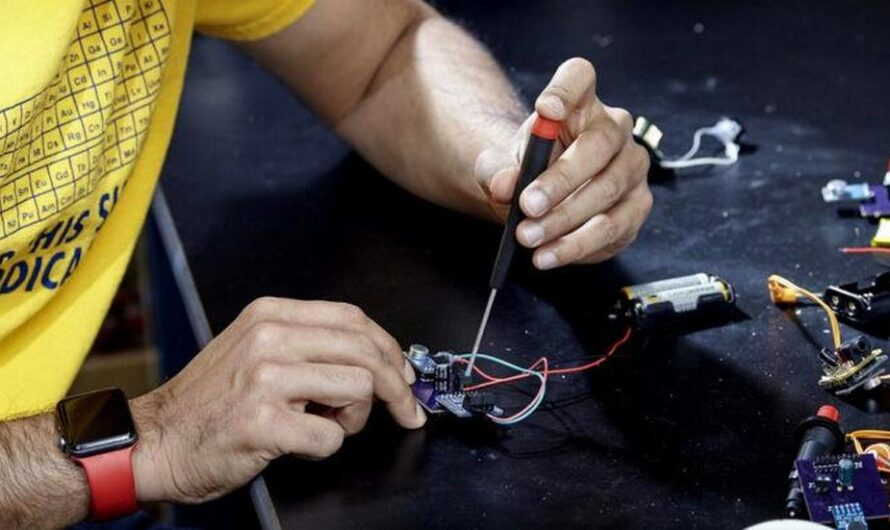 Инженеры изобрели слуховой аппарат за 1 доллар