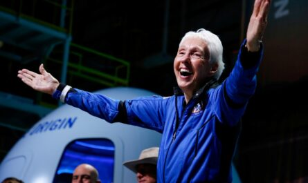82-летняя Уолли Фанк стала самым пожилым человеком, побывавшим в космосе