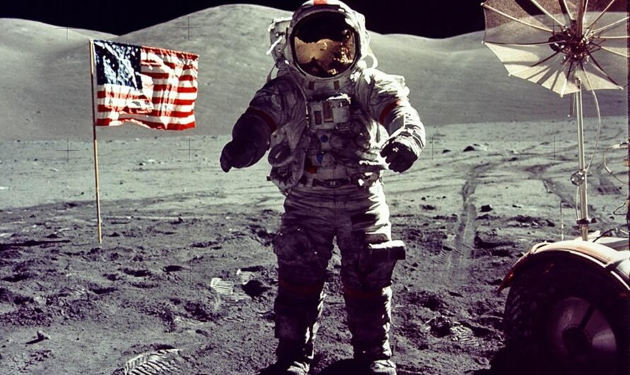 NASA «Аполлон-17»: установка флага на Луне