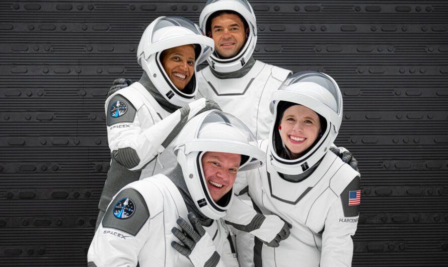 На фотографии туристического экипажа SpaceX Inspiration4 спрятано сообщение, написанное азбукой Морзе